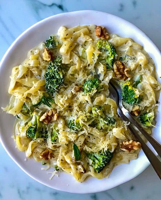 Krämig broccoli och ädelostpasta