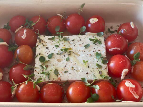 Ugnsbakad fetaost med tomater